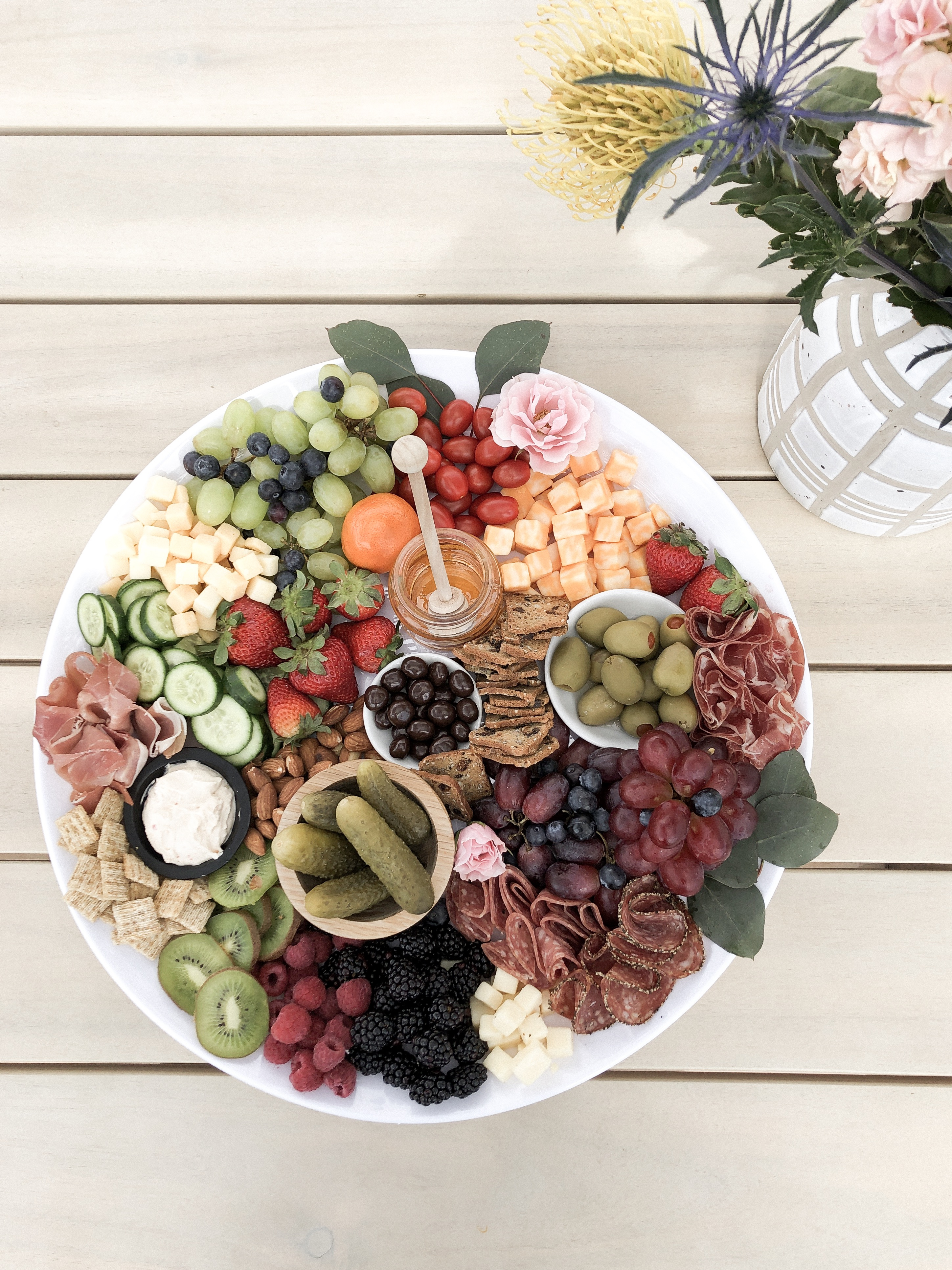 how to arrange an insta- worthy charcuterie board, the whole family will love!
